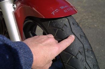 Vérification des pneus motos